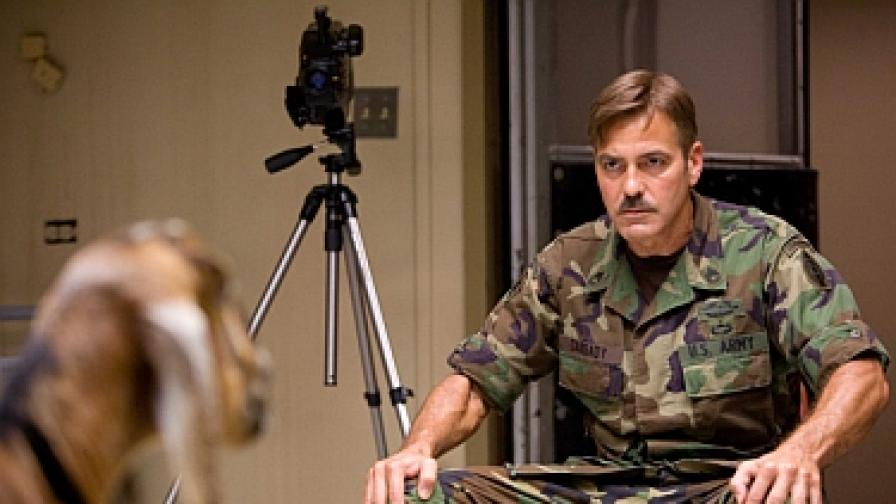 Клуни убива коза с поглед в The men Who Stare at Goats
