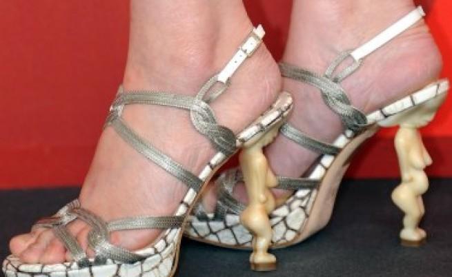 Неудобните обувки имат притеснително много фенове