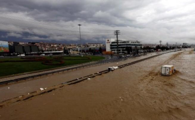Българин загинал при наводненията в Турция