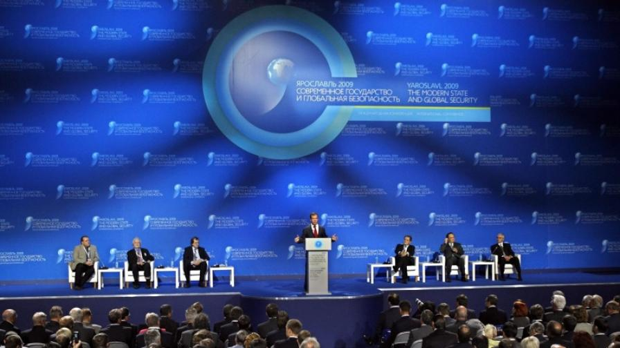 """Западът се вглежда в """"стратегията Медведев"""""""