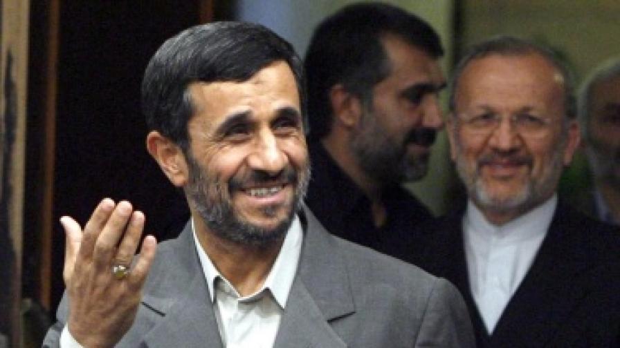 Ахмадинеджад: Няма да се откажем никога от ядрената си програма