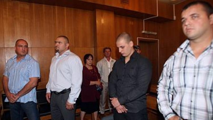 Обвиняемите пред съда, вляво са Пламен Галев и Ангел Христов