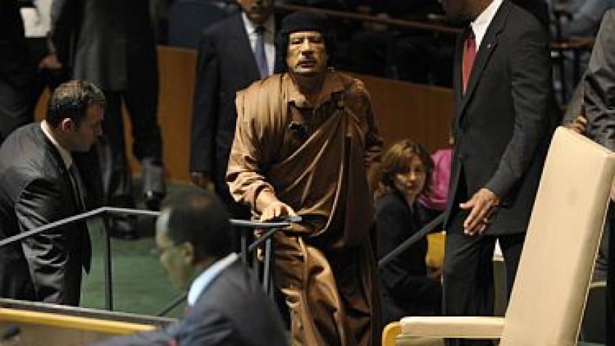 Кадафи излиза на трибуната на ООН