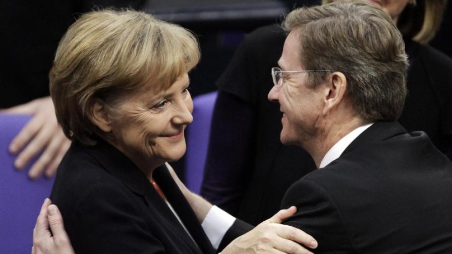 55-годишната Ангела Меркел и 48-годишният Гидо Вестервеле след гласуването в Бундестага