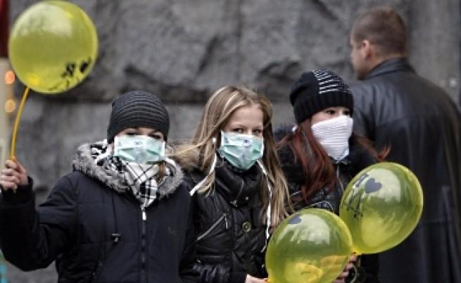 Трета жертва на свинския грип, в епидемия сме