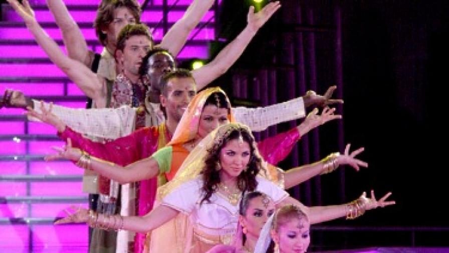 Индийски танц - отборът на Симона срещу/с отбора на Райна