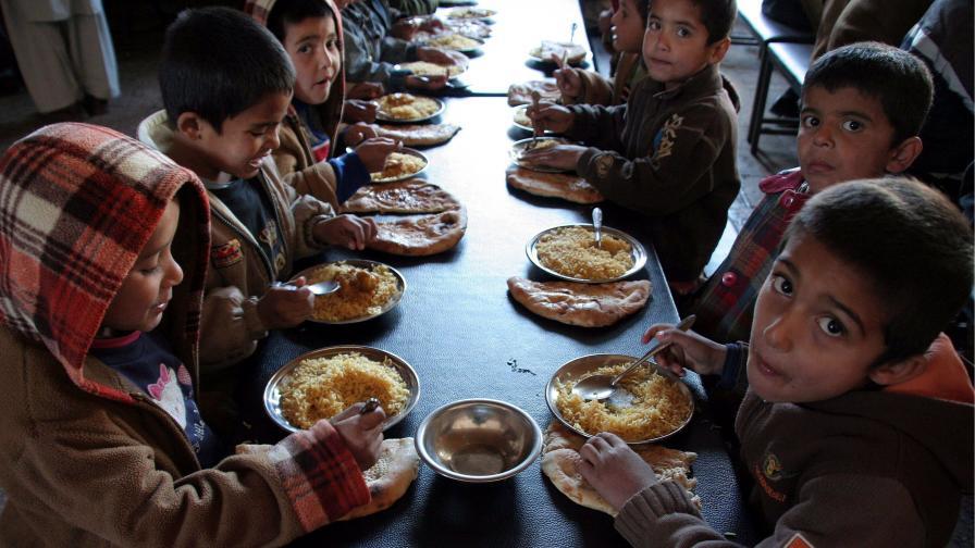 Все още над 6000 деца са оставени на държавна грижа