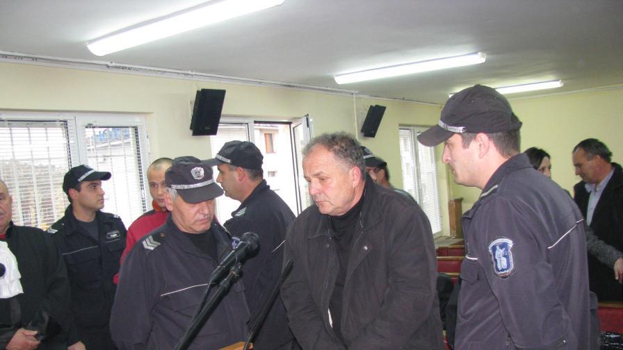 Пуснаха тримата от Крумовград срещу подпис