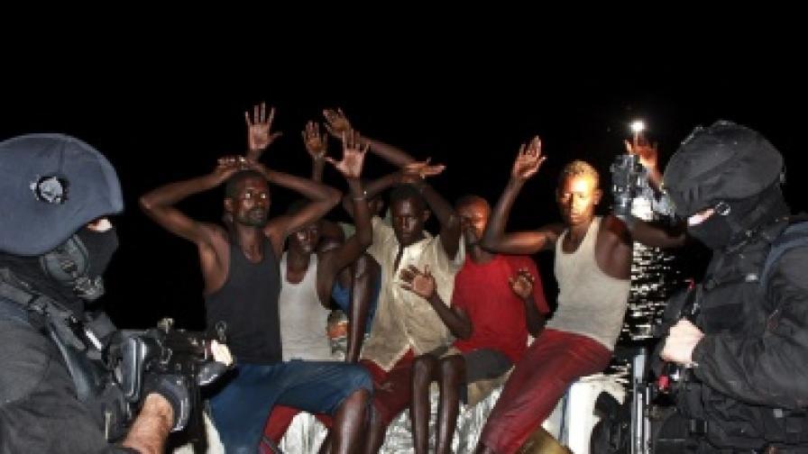 Група пирати, които бяха заловени на 29 ноември 2009 г. след нападението на испански кораб
