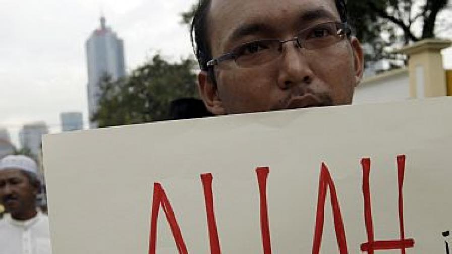 "Атаки над църкви в Малайзия заради ""Аллах"""