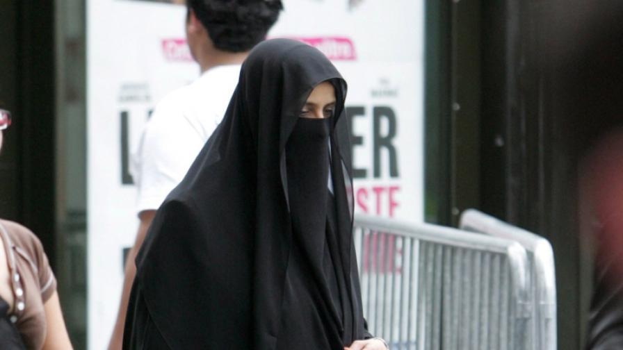 Католическата църква: Не пречете на мюсюлманките да се забулват