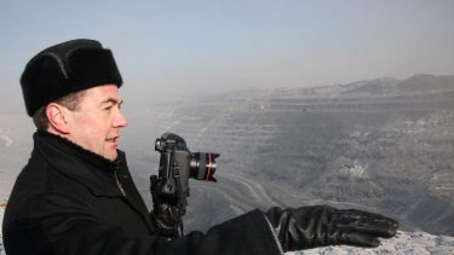 Медведев при посещението си в Сибир през февруари