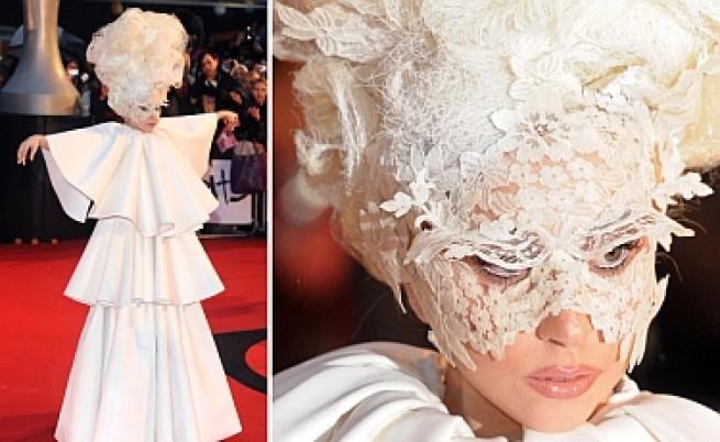Лейди Гага се разплака на третата награда