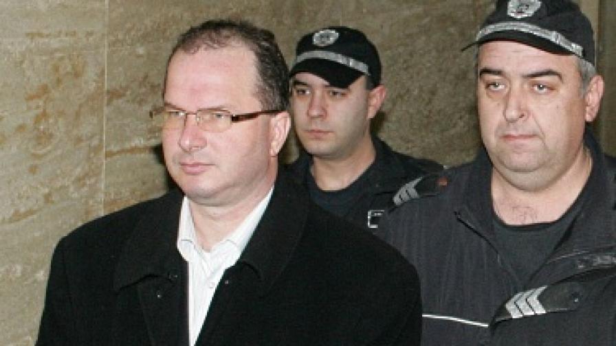 """Шефът на """"Миграция"""" остава в ареста"""