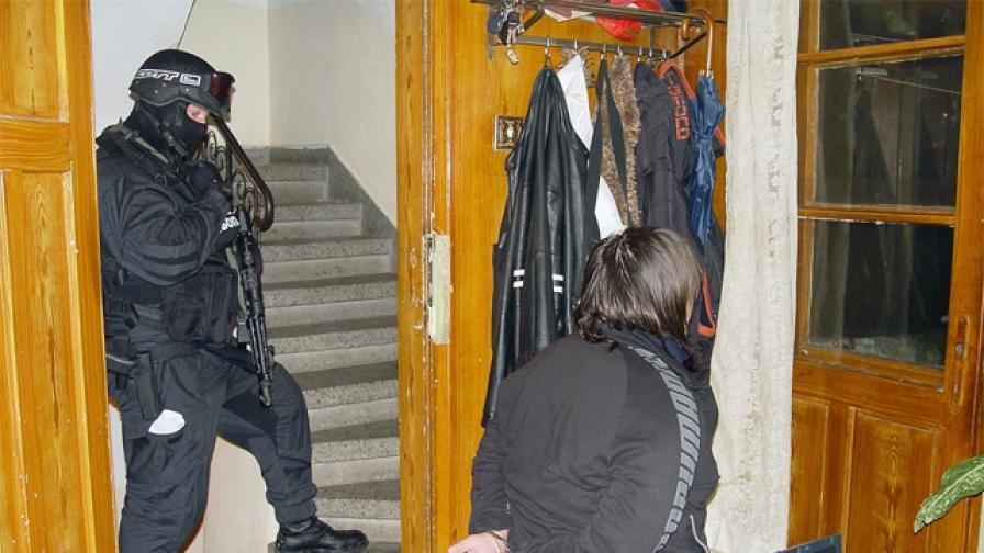 Хванаха крадци от банкомати