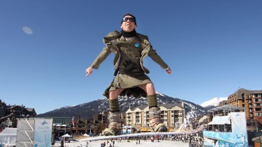 Къса пола - идеален екип за ски