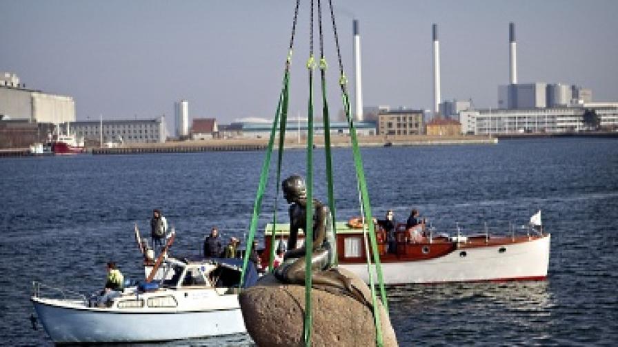 Малката русалка напусна Копенхаген