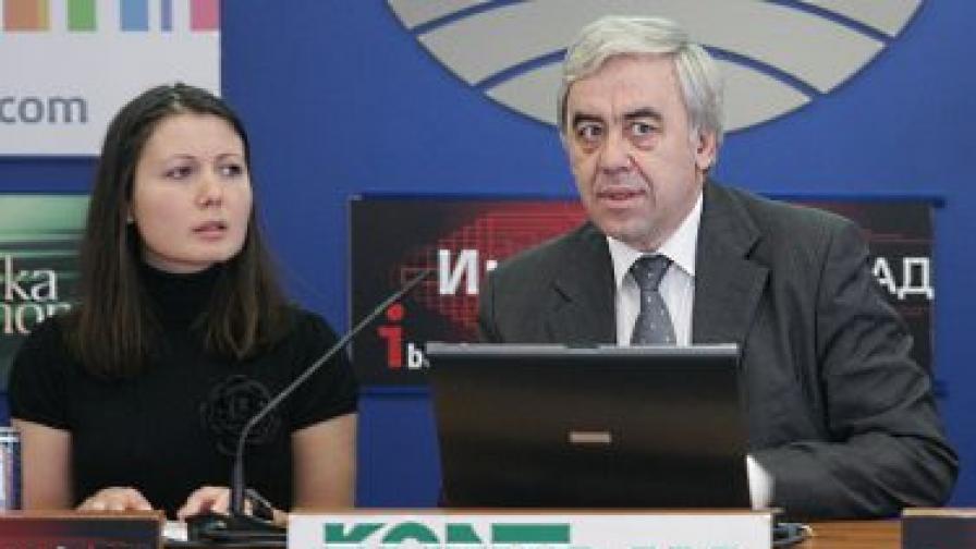 Председателят на БХК Красимир Кънев при представянето на годишния доклад на организацията за състоянието на правата на човека в България през 2009 г.