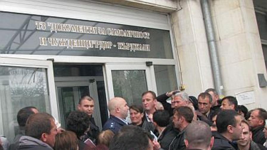 Над 400 чакащи имаше пред паспортната служба в Кърджали следобед