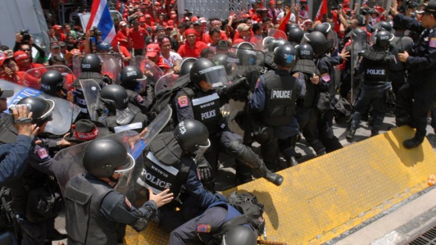 Сблъсъци и военно положение в Тайланд