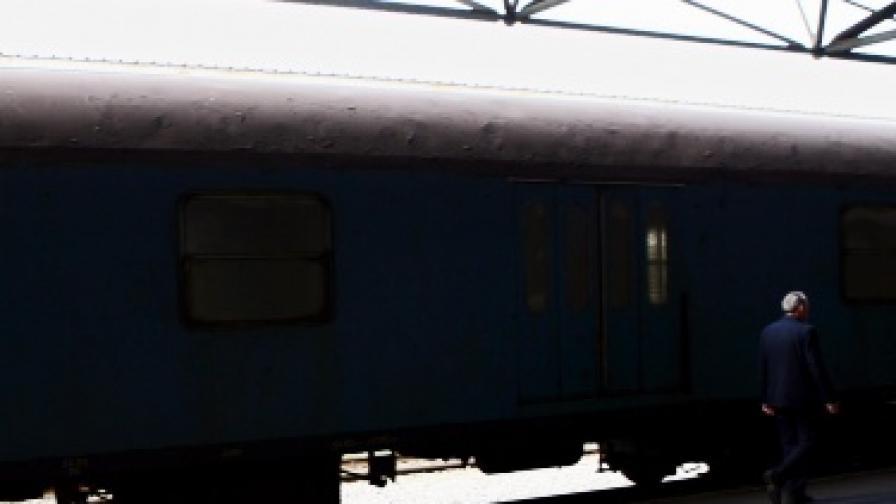 Като на филм: Хулигани нападнаха сръбски влак