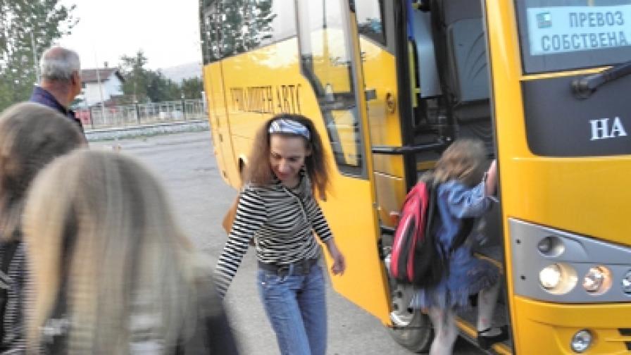 Над 100 фирми возят деца с неизправни автобуси