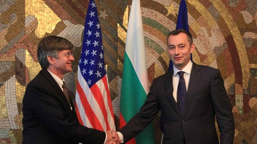 Министърът на външните работи Николай Младенов се срещна в София със зам.- държавния секретар на САЩ Джеймс Стайнберг