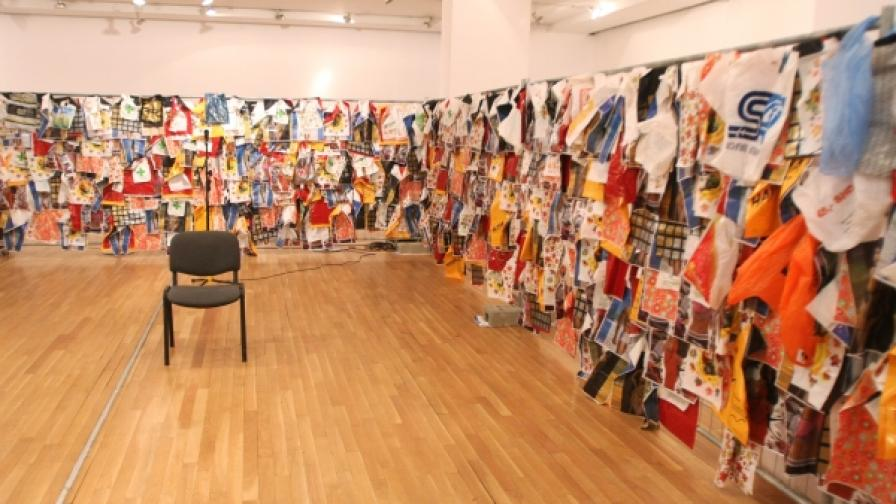 Централната изложба на феста - More or Less Exhibition - е в Софийска градска художествена галерия