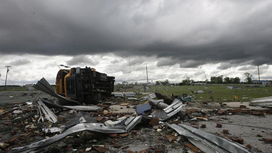 Седем души загинаха при торнадо в Охайо