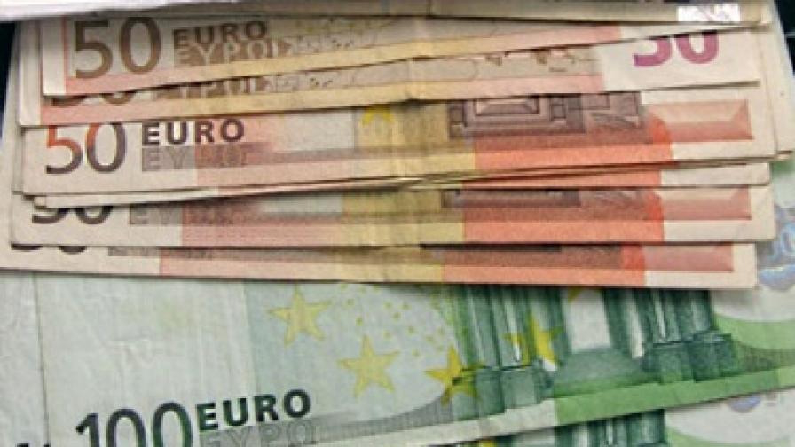 Еврото в паритет с долара през 2011 г. ... ако оцелее