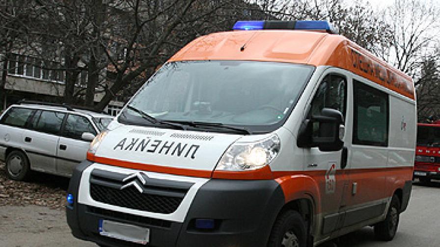 Автобус с работници се обърна край Пловдив