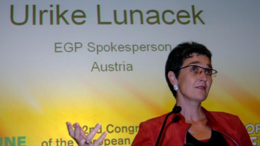 Австрийката Улрике Луначек е лидер на групата на Зелените в Европарламента