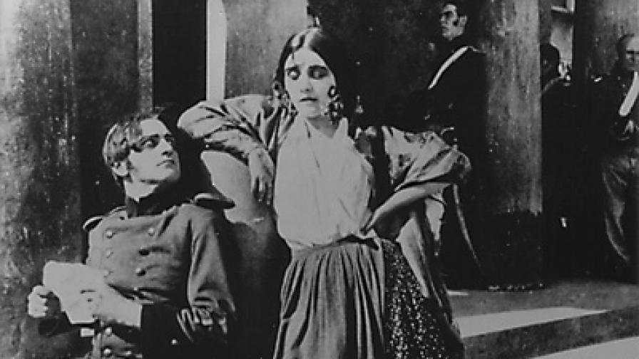 """Кадър от немия филм """"Кармен"""" на Ернст Любич (1918)"""