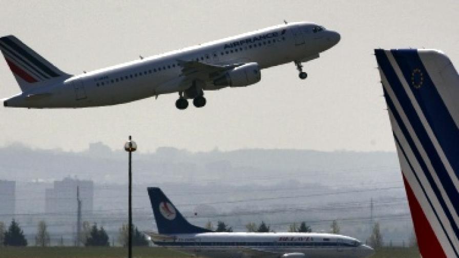 """Бомбена заплаха приземи самолет на """"Ер Франс"""""""