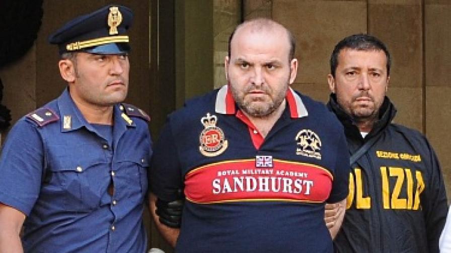 Елио Амато при ареста си днес