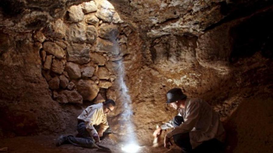Статуя на 6000 години откриха археолози в Йордания