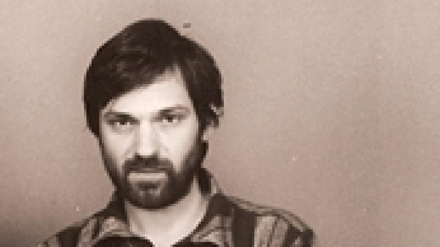 """В началото на 90-те години Ангел Ангелов беше популярен и като лидер на култовата група """"Джандема"""" с песните """"Водно колело"""", """"Свободата, брат, е нещо относително"""" и др."""