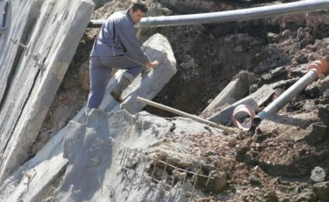 Свлачище уби работник в Пернишко