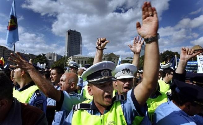 Румънски полицаи обкръжиха президентския дворец