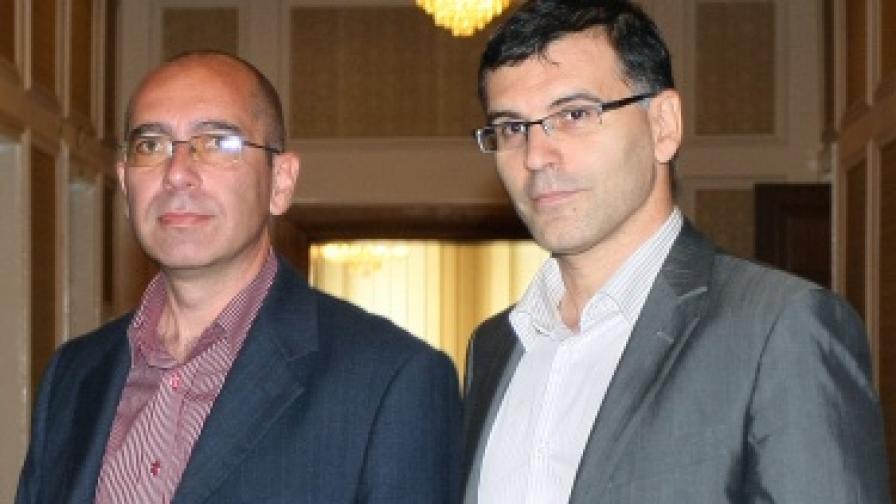 Кандидатът за здравен министър Стефан Константинов (вляво) беше представен в парламента от вицепремиера и финансов министър Симеон Дянков