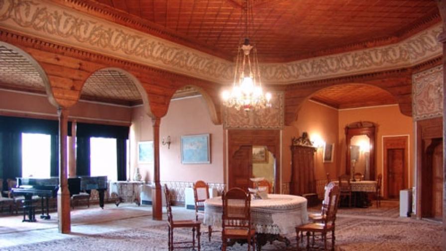 Холът за гости в Балабановата къща, където редовно звучи камерна музика