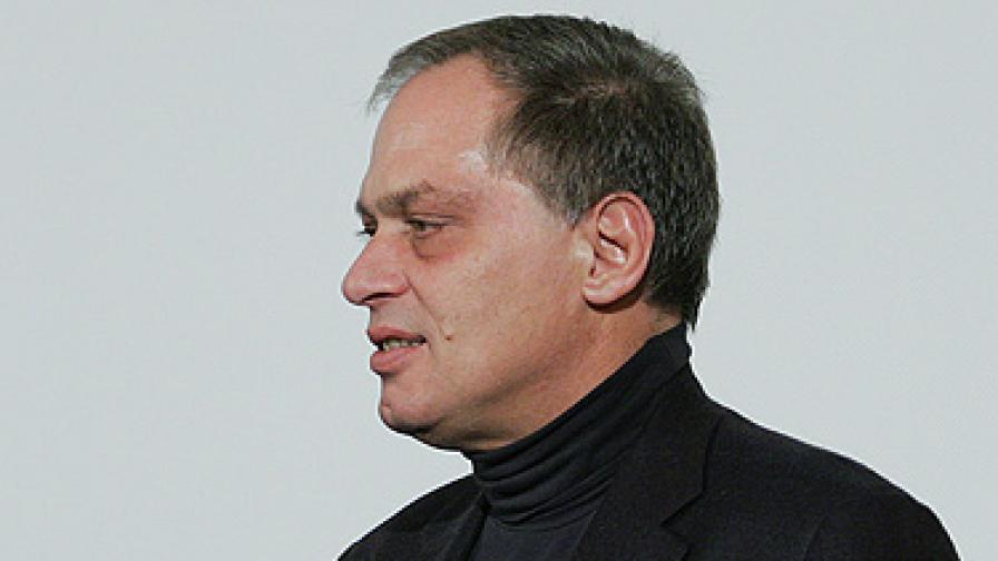 Според DarikNews Миланов сам е поискал да се оттегли
