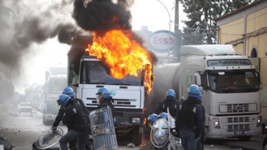 В Италия и Франция продължават със стачките