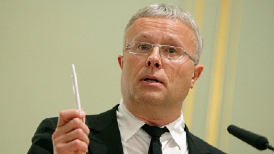 Маскирани милиционери нахлуха в банка на руския олигарх Александър Лебедев