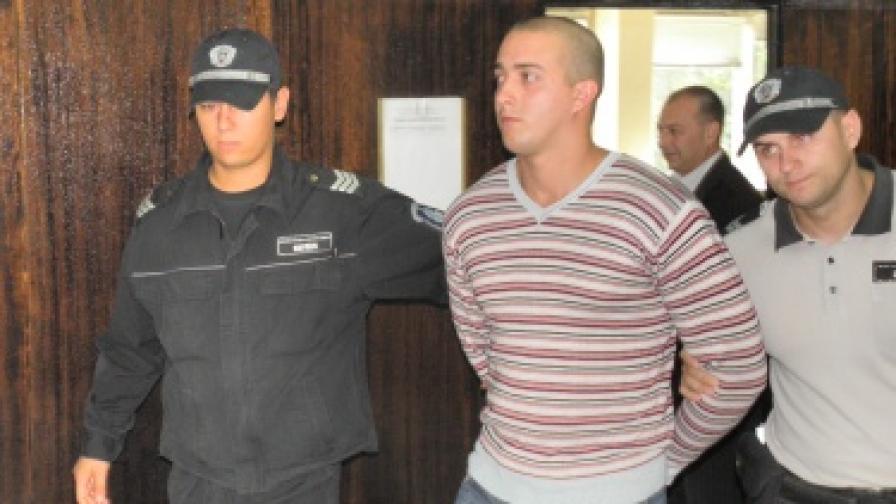 Общо 13,5 г. затвор заради залетите с киселина благоевградски студентки