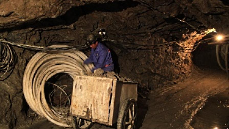 Девет загинали и 48 ранени след бой в китайска мина