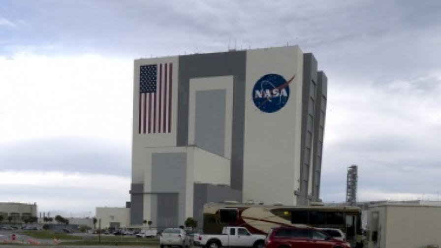 САЩ изведоха в орбита най-големия в света шпионски сателит