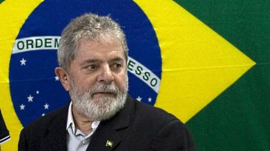 Лула да Силва отнася 11 камиона дарове