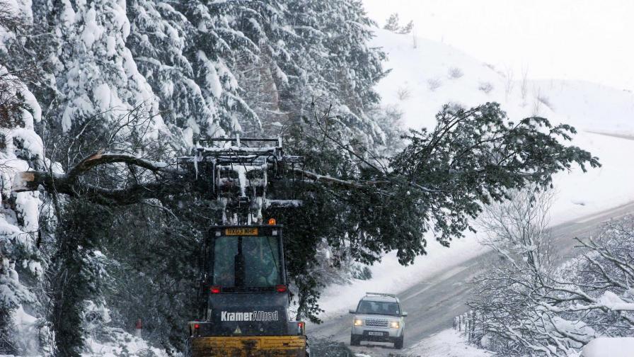 Сняг и дъжд стигнаха и Балканите
