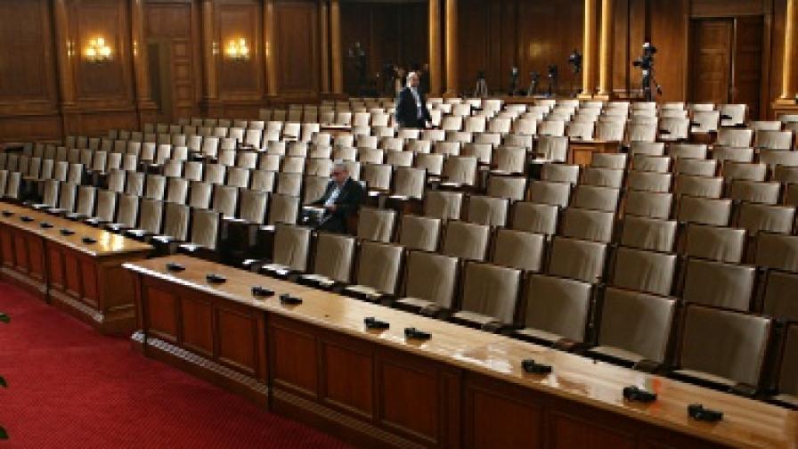 Пленарната зала в парламента в неработно време